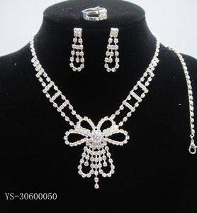 Fashion, imported Czech stones, brass claw chain, the whole diamond necklace, a family of four necklaces, two-piece dress necklace, bridal necklaces and other popular series