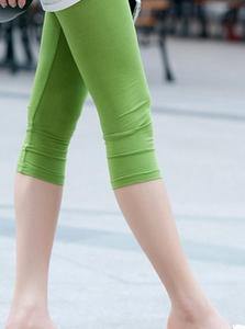 Good flexibility in Korean fashion candy color cropped leggings Pants 2