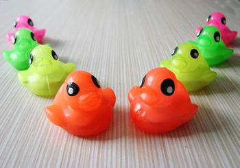 Factory direct children's toys, electronic flash light-emitting toys TPR nontoxic rubber toy ducks floating flash