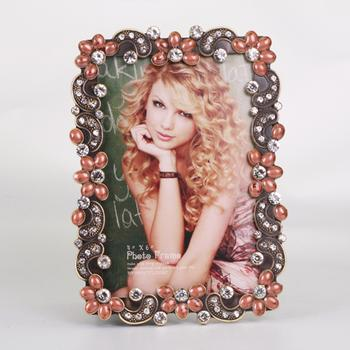 European retro-studded frames, personalized gifts metal photo frame Studio set up
