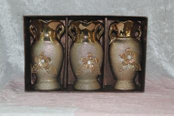 Pottery vases of gold ornaments