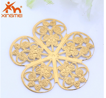 New hot-selling jewelry plating DIY copper jewelry copper hollow plum fashion accessories beauty factory direct