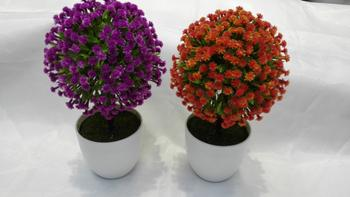 Simulation of potted plants, artificial flowers, plastic balls